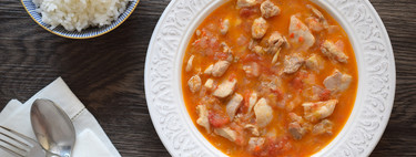 Chicken in tomato sauce and coconut milk: healthy recipe