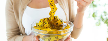 How many calories do I have to subtract from my diet each day to lose weight in a healthy way?